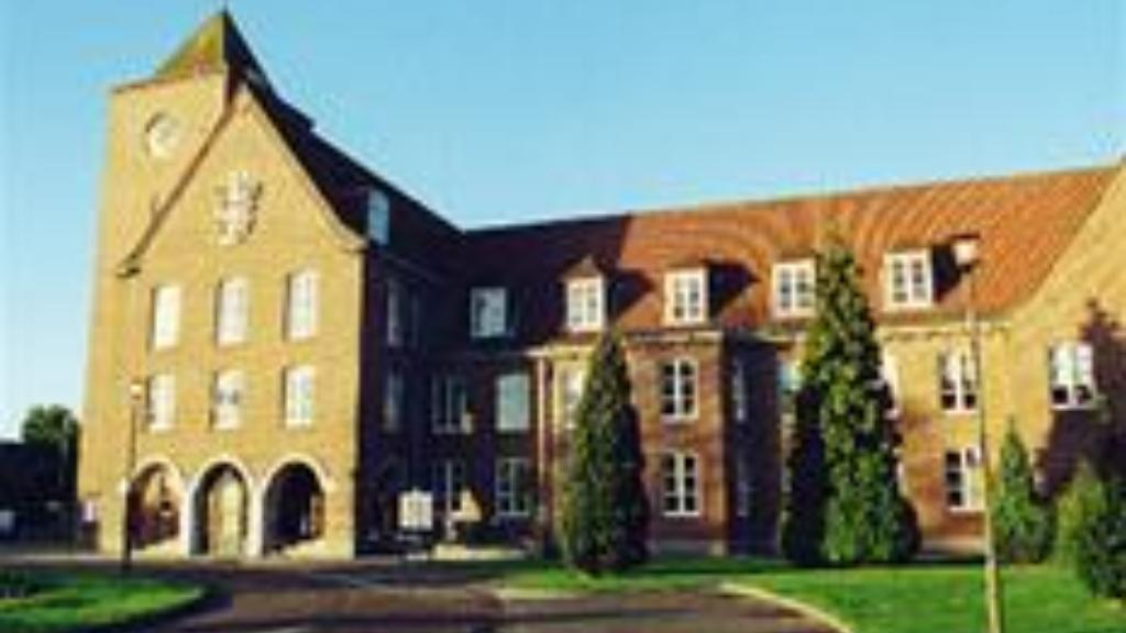 Council Offices, Knowle Green